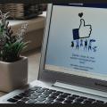 strona facebook na laptopie